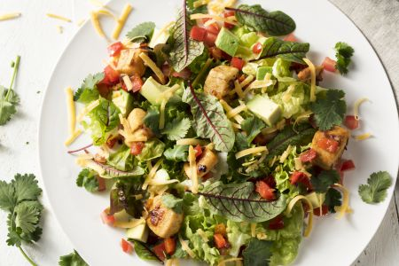 Mexicaanse salade met kip en avocado