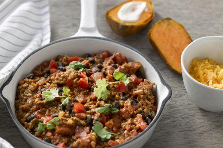 Snelle chili con carne met gepofte zoete aardappel