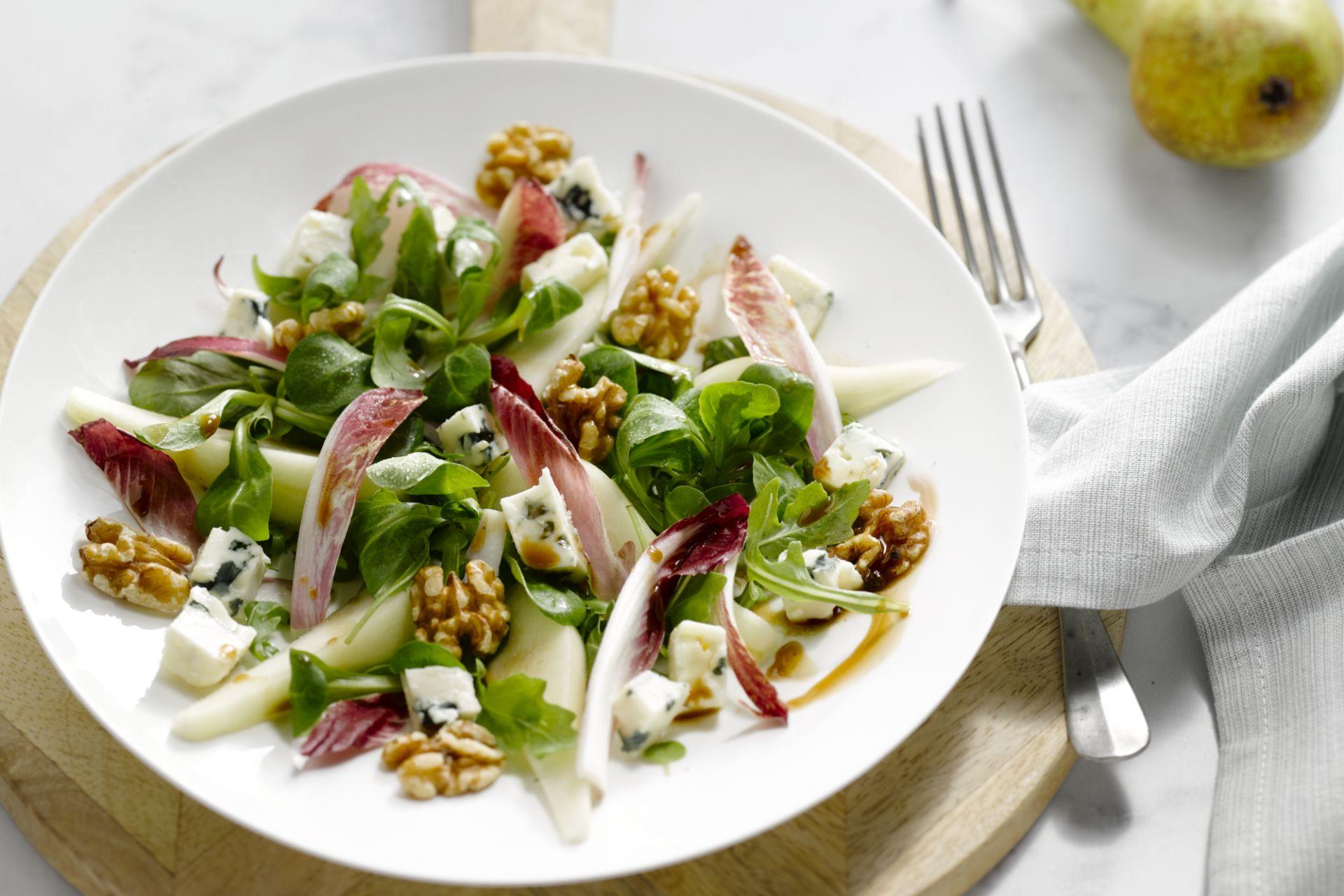 Salade met peer, walnoten en roquefort