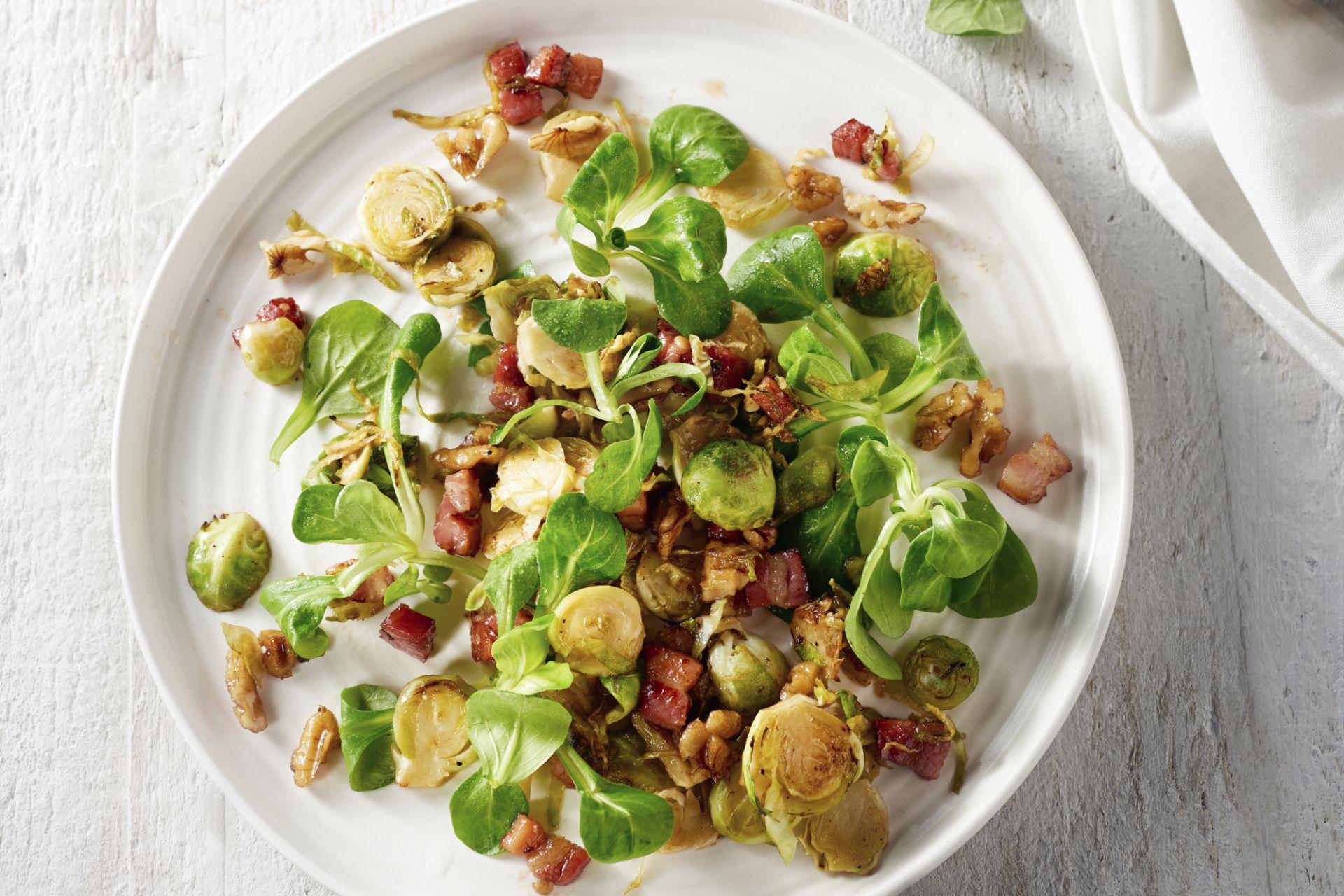 Lauwe salade van spruitjes met spekjes