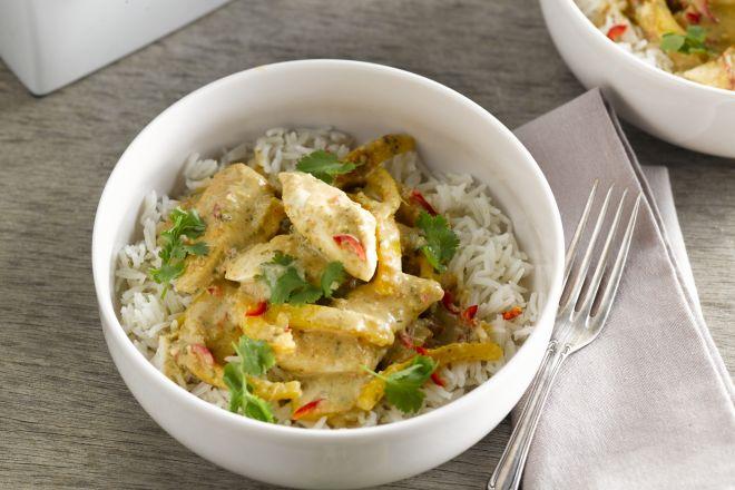 Snelle curry met kip en pinda