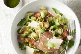 Foto van Orecchiette met salsa verde, tonijnsteaks en kerstomaatjes