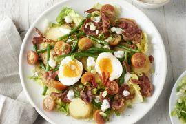 Foto van Warme aardappelsalade met krokante pancetta en ei