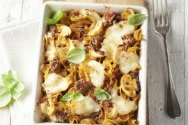 Foto van Spirelli met gehakt en mozzarella in de oven