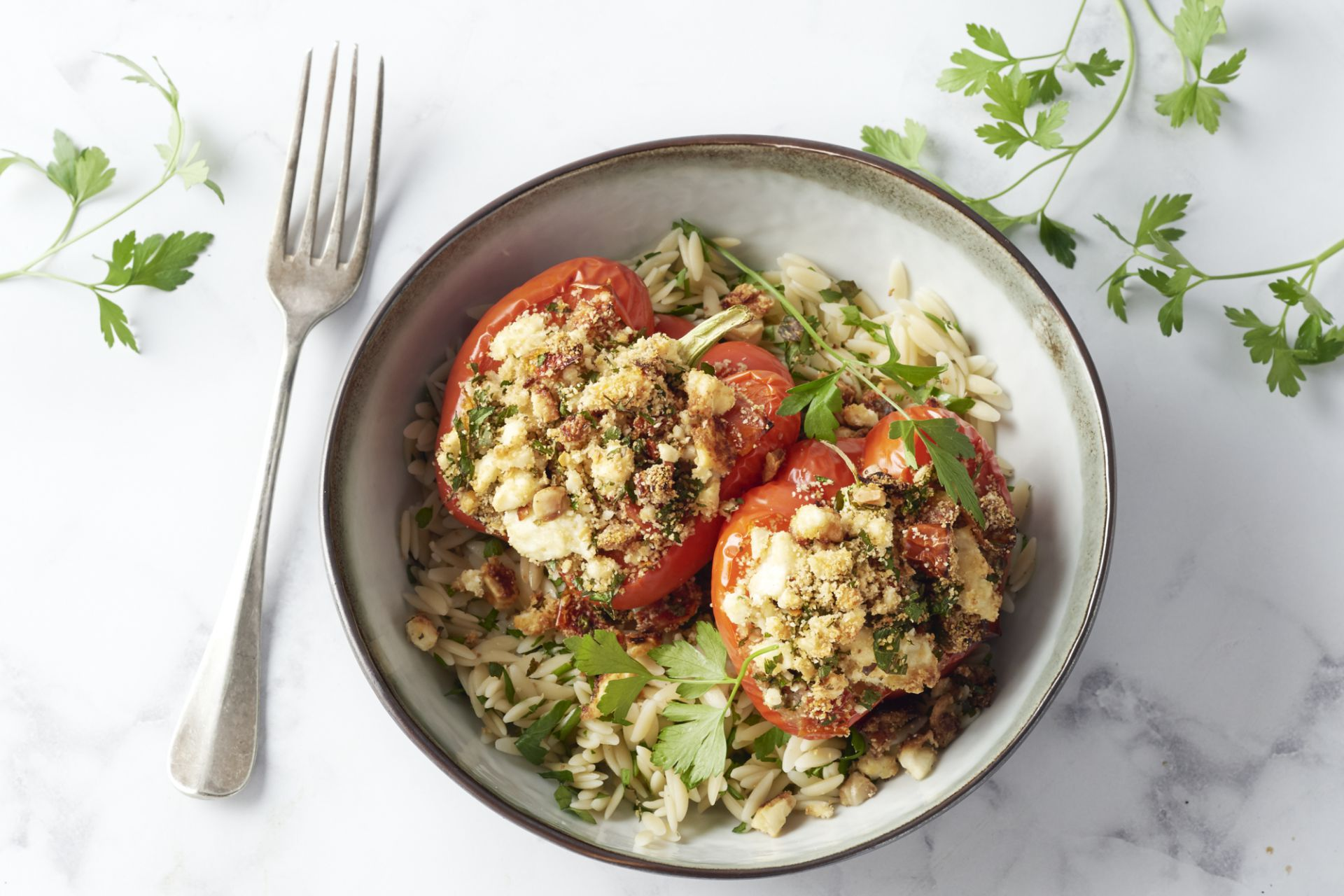 Gevulde paprika's met champignons, feta, tomaat en risoni