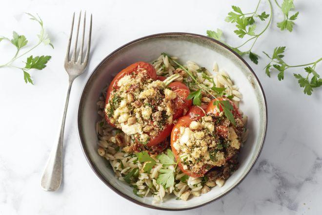 Gevulde paprika's met champignons, feta, tomaat en orzo