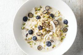 Foto van Overnight oats met blauwe bessen en kokos