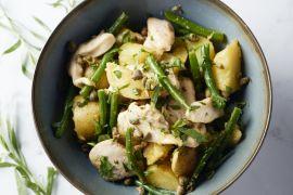 Foto van Aardappelsalade met kip, groene boontjes en pistachenoten