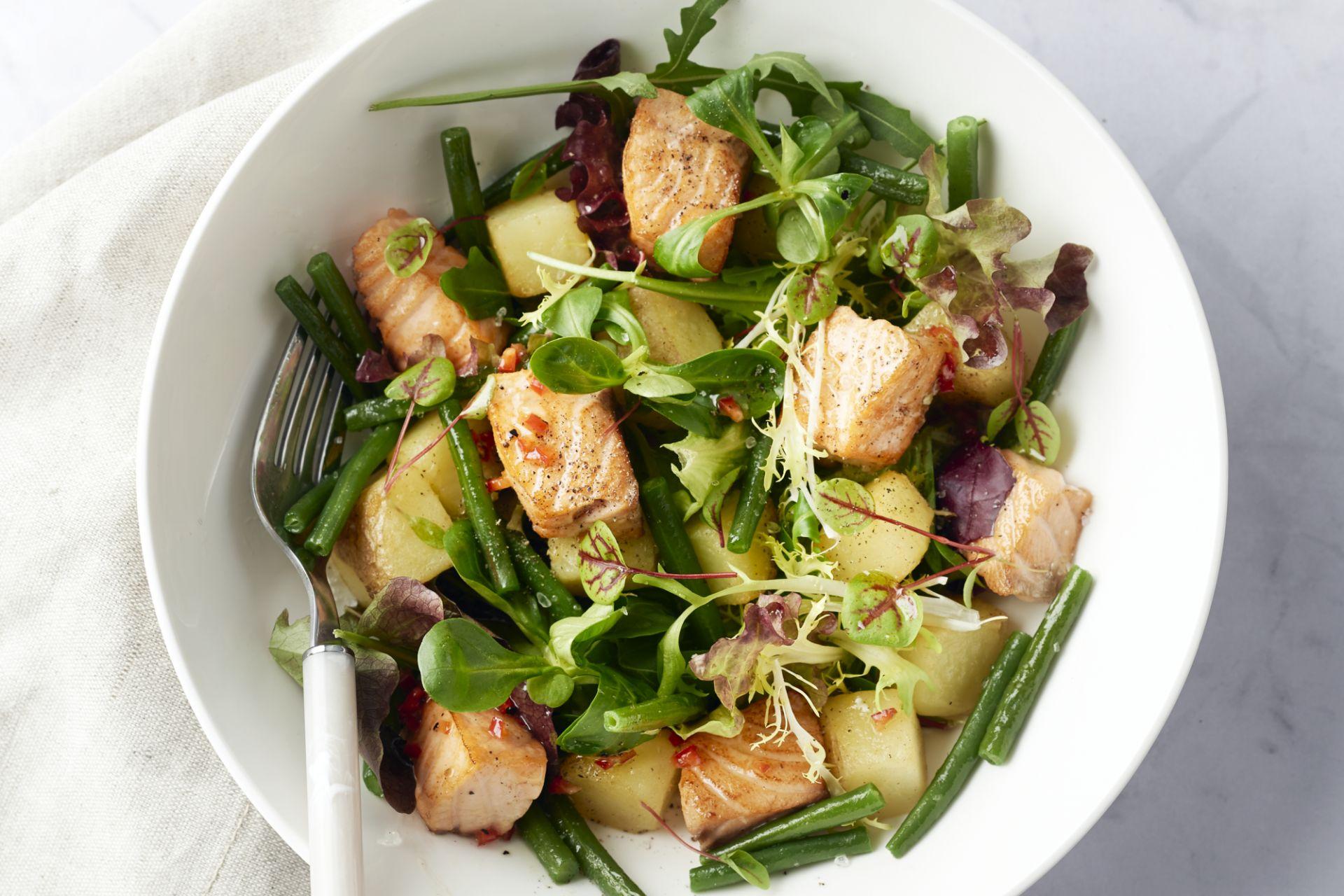 Salade met chili-limoen zalm