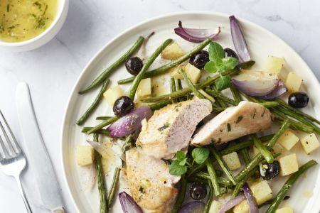Kip met oregano en geroosterde groentensalade