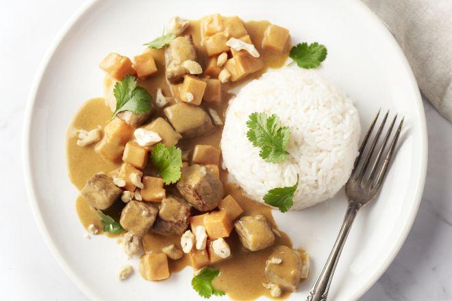 Massaman curry met rundsvlees en zoete aardappel