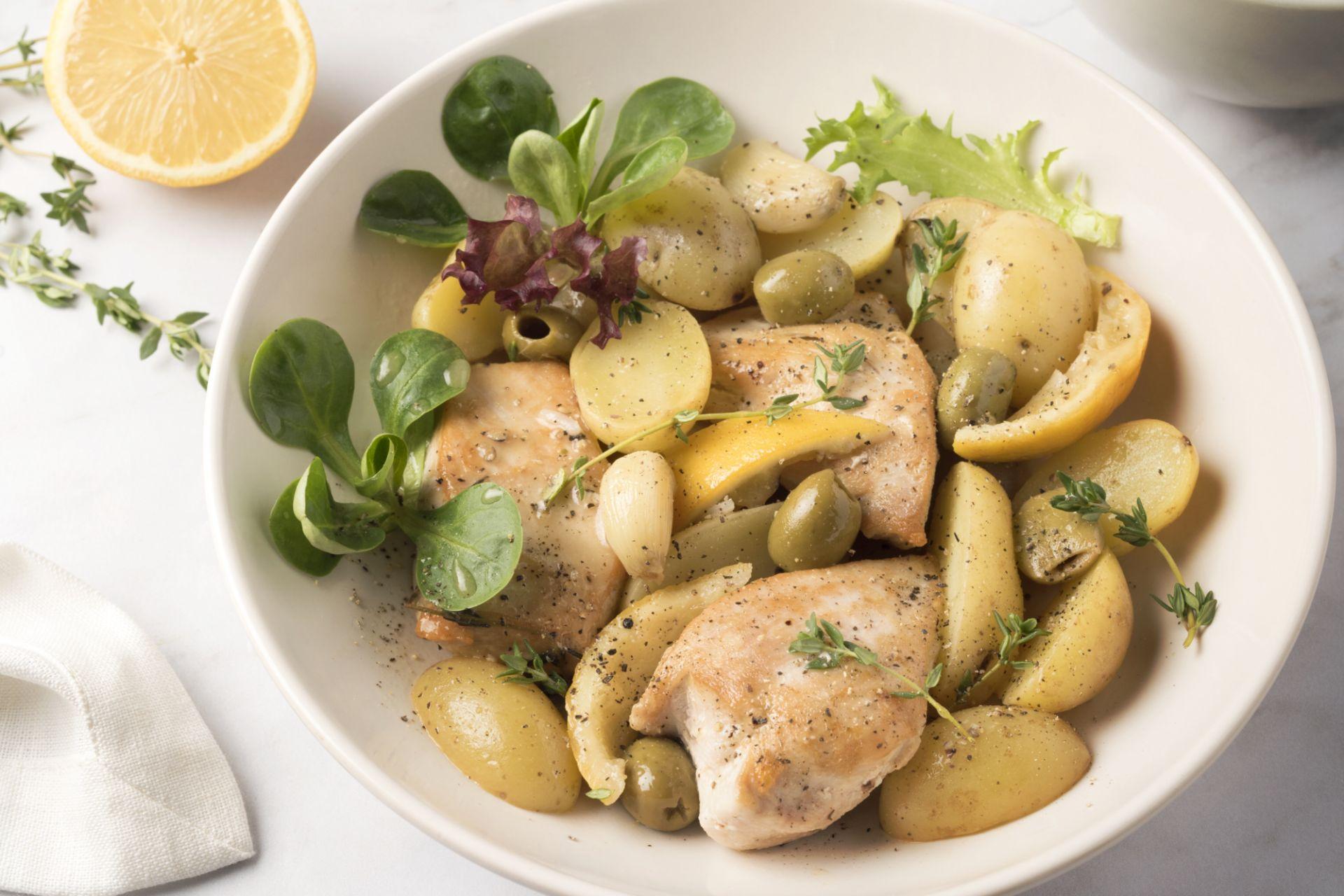 Kip met citroen, look, olijven en krieltjes