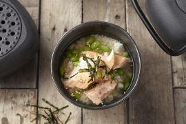 Foto van Gegrilde zalm met rijst en groene thee