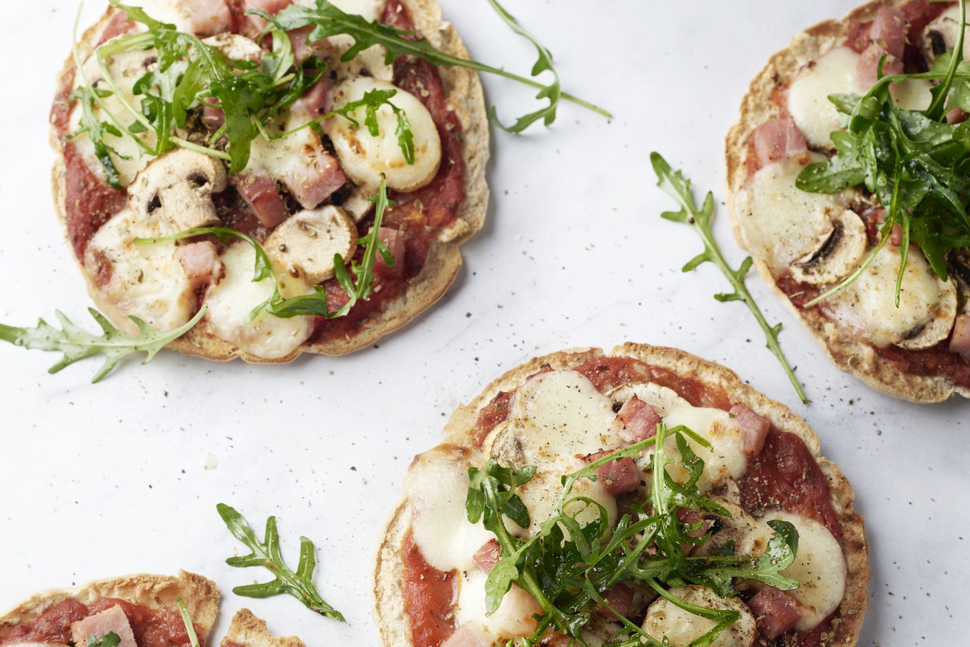 Pizzetta met ham en champignons