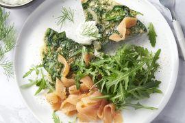 Foto van Frittata met gerookte zalm, dille en spinazie