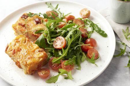 Tortilla met chorizo, paprika en rucolapesto