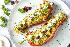 Foto van Gevulde puntpaprika's met couscous, rozijnen en geitenkaas