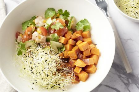 Ceviche met geroosterde zoete aardappelblokjes