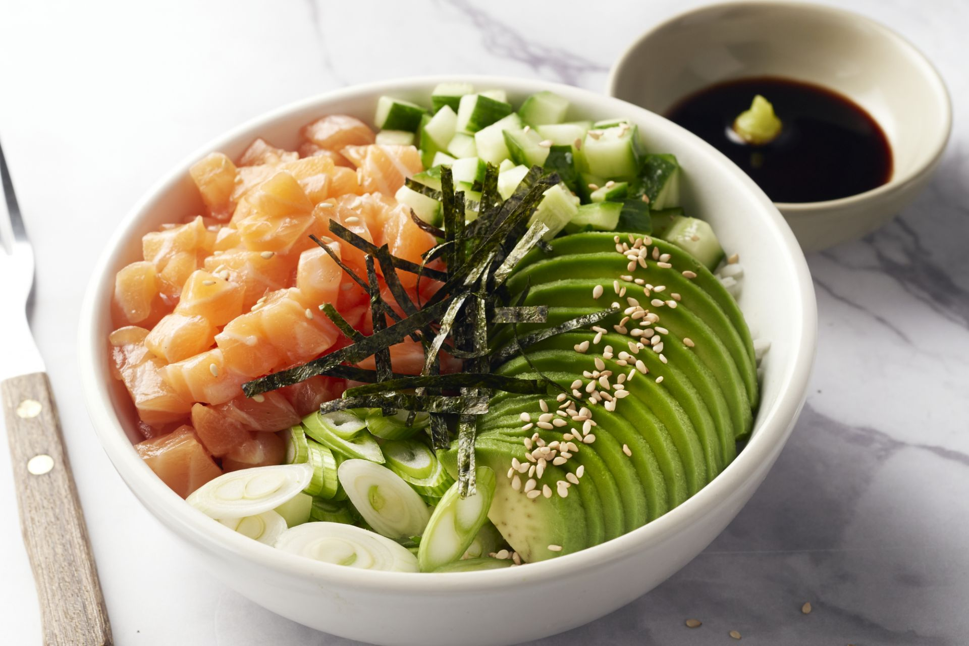 Sushibowl met zalm en avocado