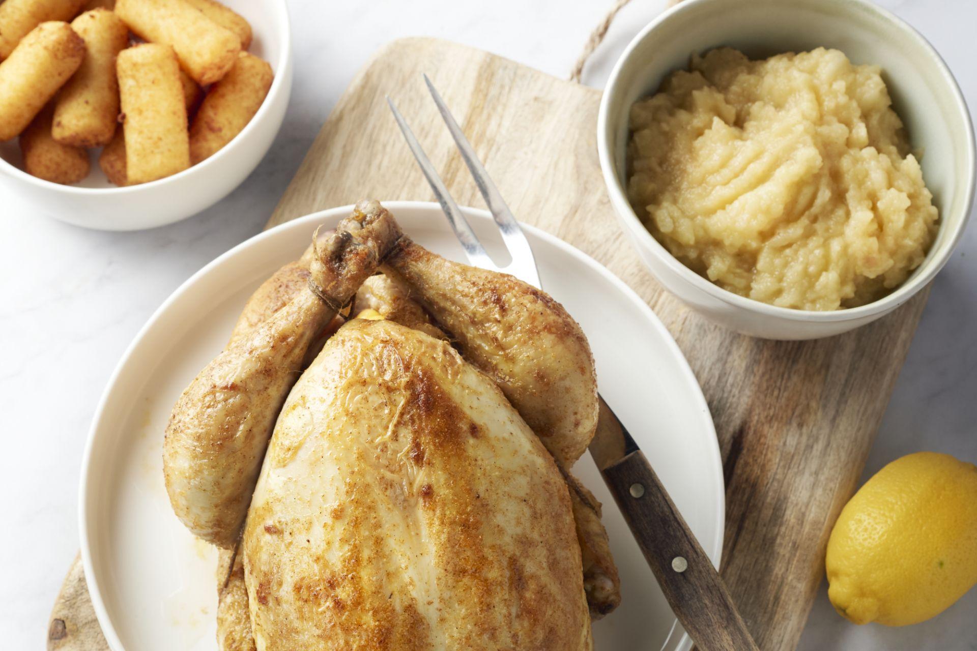 Geroosterde kip met appelmoes en kroketjes