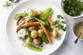 Foto van Lamskoteletten met wortelen, peultjes en mosterdsaus