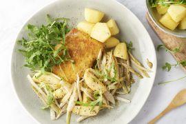 Foto van Kip cordon bleu met gebakken witloof, aardappelen en appeltjes