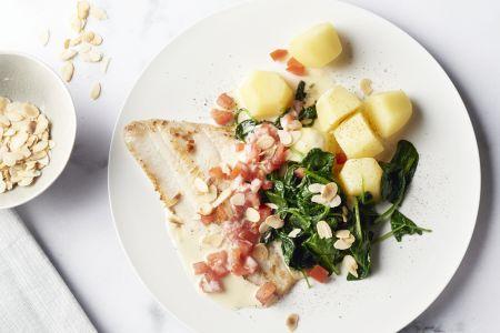 Pladijs in citroensaus met spinazie en aardappelen