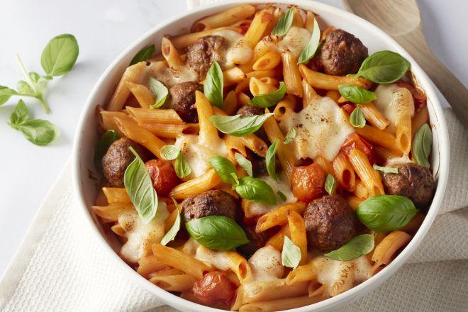 Penne al forno met gehaktballetjes en mozzarella
