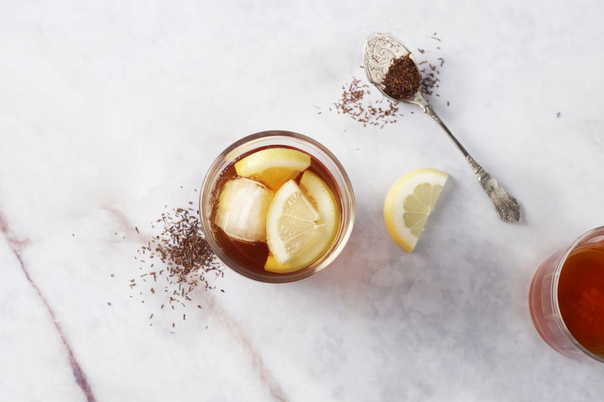 Ice tea met rooibos en citroen