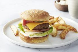 Foto van Cheeseburger met aardappelwedges