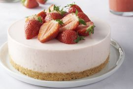 Foto van Plattekaastaart met aardbeien