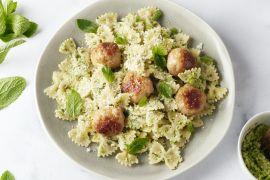 Foto van Pasta met kippenballetjes en pesto van broccoli en munt