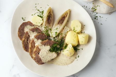 Gehaktbrood met kaas, witloof en graanmosterdsaus