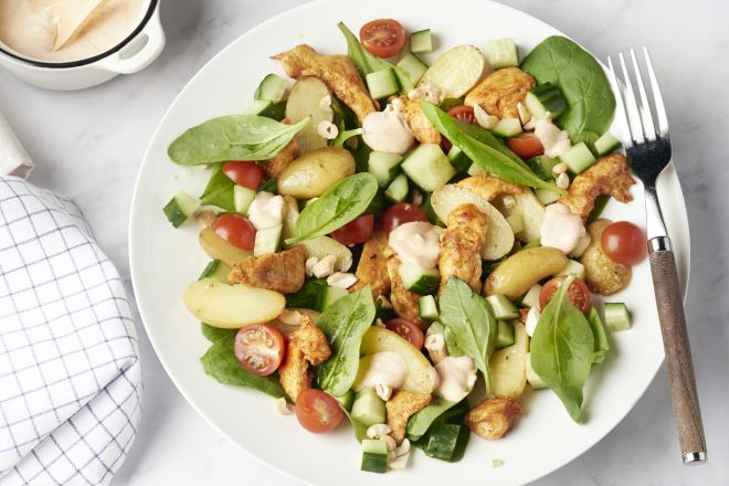 Salade van kip tandoori en geroosterde aardappelen