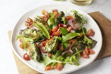 Spinazie-ricottakoekjes met tomatensalsa
