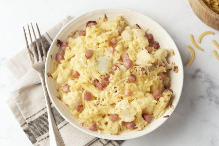 Macaroni met bloemkool, kaas en ham