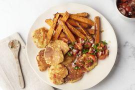 Foto van Maïspannenkoekjes met salsa en zoete aardappelwedges