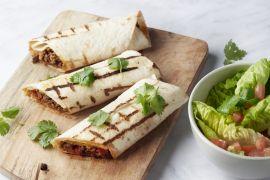 Foto van Burrito's met rundsgehakt en tomaat