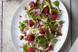 Foto van Salade met gerookte eendenborst en mieriksworteldressing