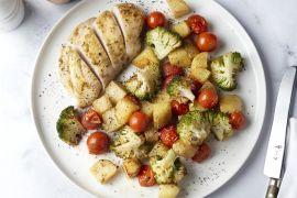 Foto van Ovenschotel met kip, knoflook, honing en groentjes