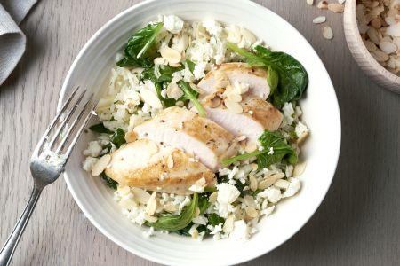 Kip met pilaf, spinazie en feta