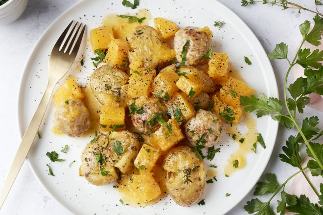 Pompoenstoofpotje met gehaktballetjes en geplette aardappelen