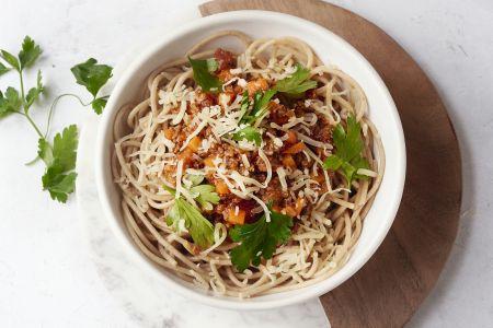 Volkoren spaghetti met snelle ragu van veggie gehakt