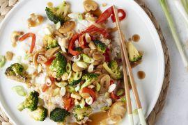 Foto van Kleverige veggie wokschotel met cashewnoten