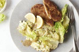 Foto van Schnitzel met aardappelsalade