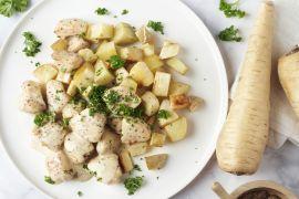 Foto van Kip in graanmosterdsaus met geroosterde pastinaak en aardappel