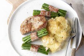 Foto van Varkenslapje met boontjes in spek en snelle aardappelgratin