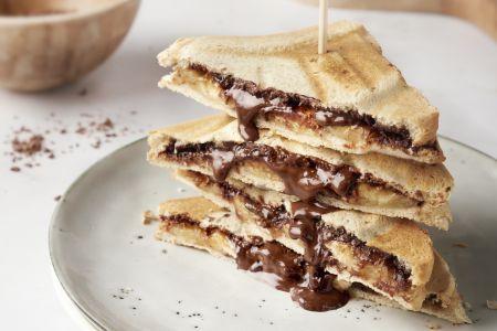 Zoete croque met chocolade en banaan