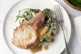 Foto van Spinaziestoemp met koteletten en vleessaus