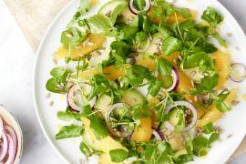 Foto van Waterkerssalade met sinaasappel, avocado en kurkumadressing